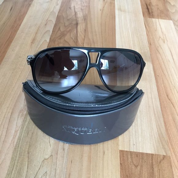 Alexander McQueen Sunglasses Black Thick Aviator Style Skull Sunglasses Alexander McQueen Accessories Glasses