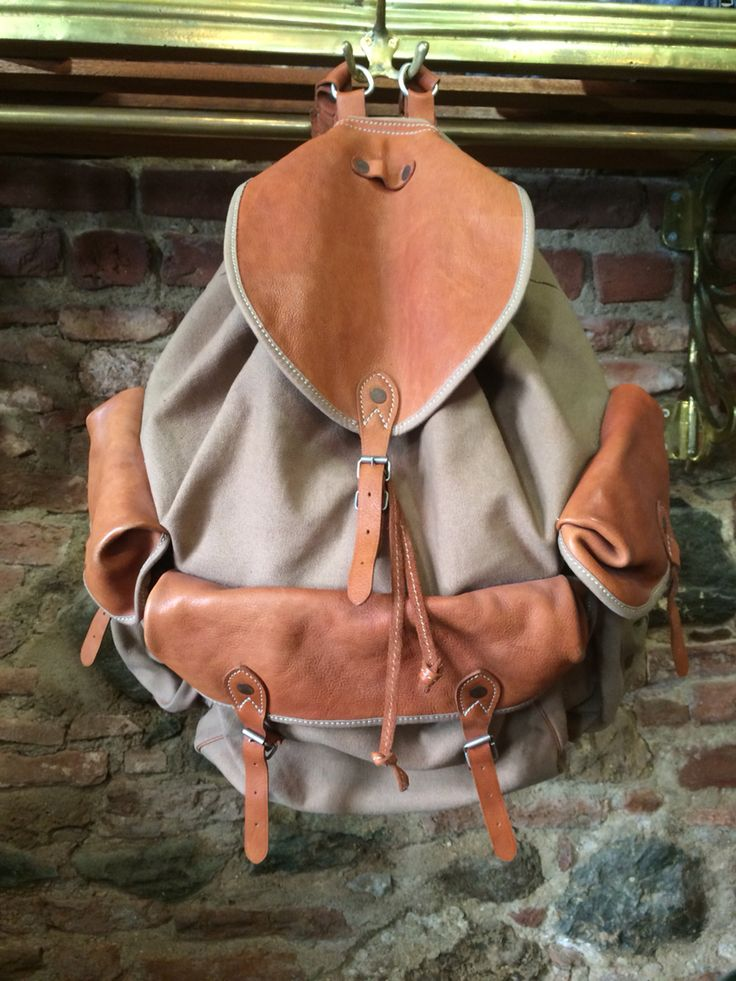 Thedileather bag , combination leather with canvas .