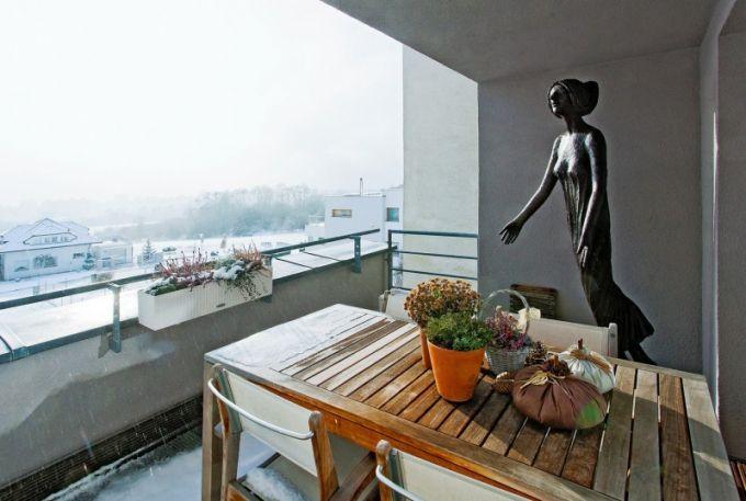 Plastiky od Olbrama Zoubka zdobí také exteriér domu
