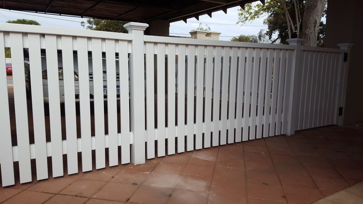 closed top picket fence with pyramid capitols
