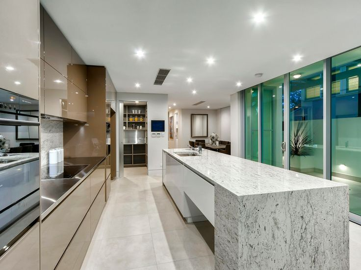 Riverfront home for sale - Hawthorne - marble + tiles