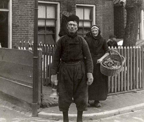 De dorpsomroeper. 1915 #Urk