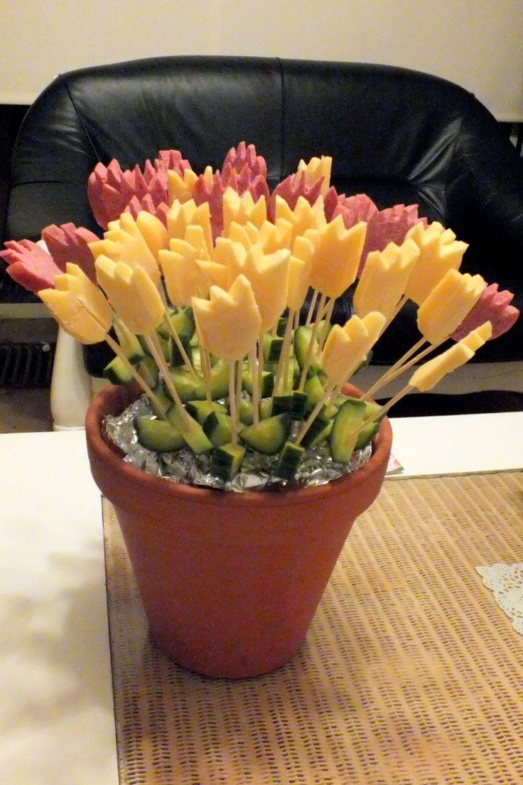 Süße Idee für das Frühstück am Geburtstagsmorgen! Blumen aus Käse bzw. Wurst