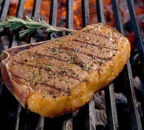 Entrecôte grillen? Unbedingt! Worauf Ihr bei der Zubereitung für ein perfektes Steak noch achten solltet, erfahrt Ihr hier. http://www.fuersie.de/grillen/artikel/entrecote-grillen