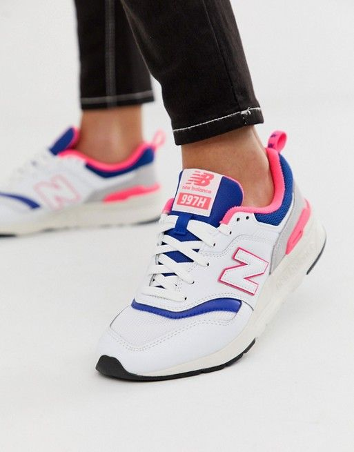 new balance or nike air max