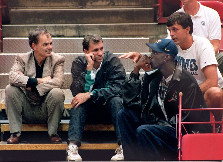 Flip Saunders, center, welcomed Wolves' first-round pick Kevin Garnett in 1995, along with Glen Taylor and Kevin McHale.