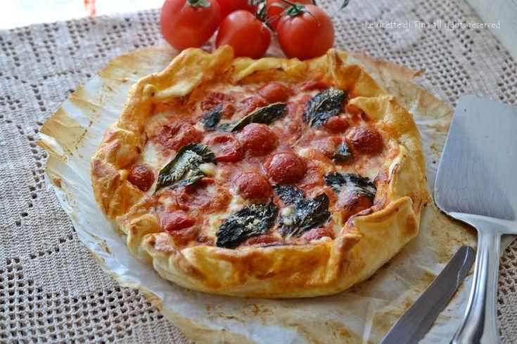 Torta salata con stracchino e pomodorini
