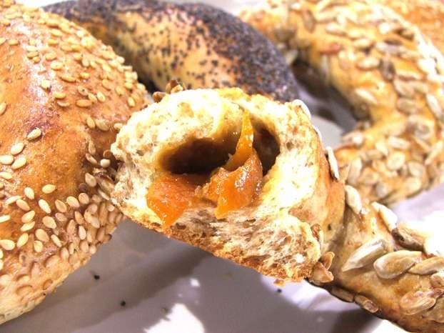 Sara Papa la maestra del pane, ci insegna a realizzare direttamente a casa pane e dolci da forno: oggi ci mostra la ricetta delle mezzelune dal ripieno personalizzato. http://www.alice.tv/ricette-cucina/dolci-frutta/mezzelune-ripiene