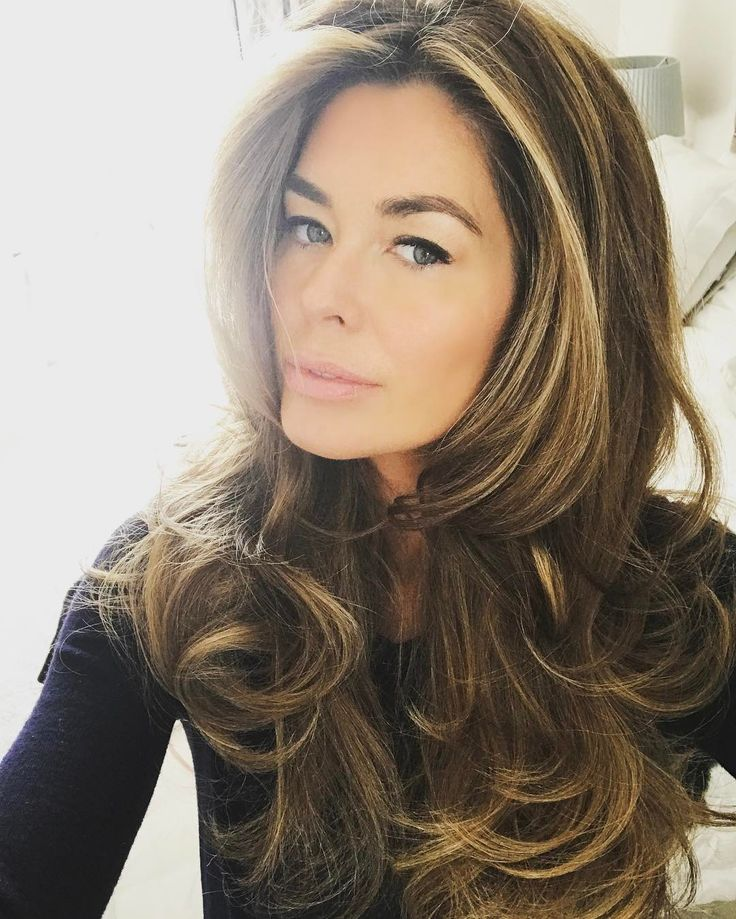 It's big hair Tuesday ... used my Velcro rollers today and my round brush which I will be bringing to you soon!! for a more natural bouncy wave and greatly helped by @thebardou volumising shampoo  #mumontherun #diyhair #bigblowdry #bighaurdontcare #elnett hairspray