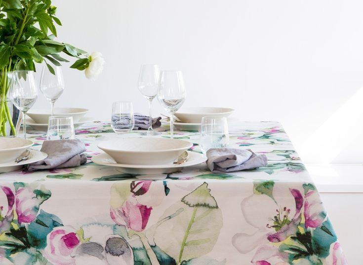 Omenankukka Table Cloth