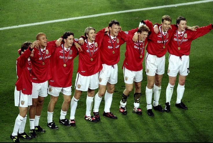 Phil Neville, Brown, Greening, Beckham, Sheringham, Blomqvist, Johnsen & Solskjaer celebrate.