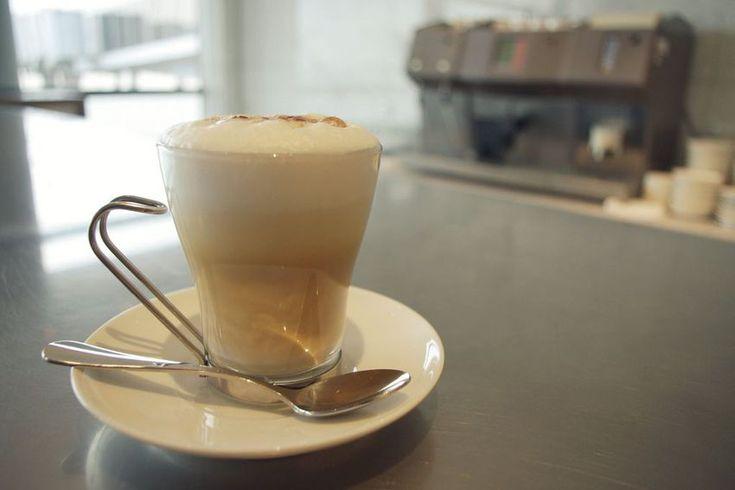 Поддатый замороженный кофе со взбитыми сливками, потому что все любители капуччино не могут пить никакой другой вид кофе.