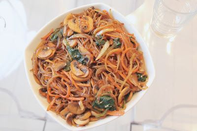 Ninnin Köökki: Korean stir fry glass noodles, Japchae, 잡채