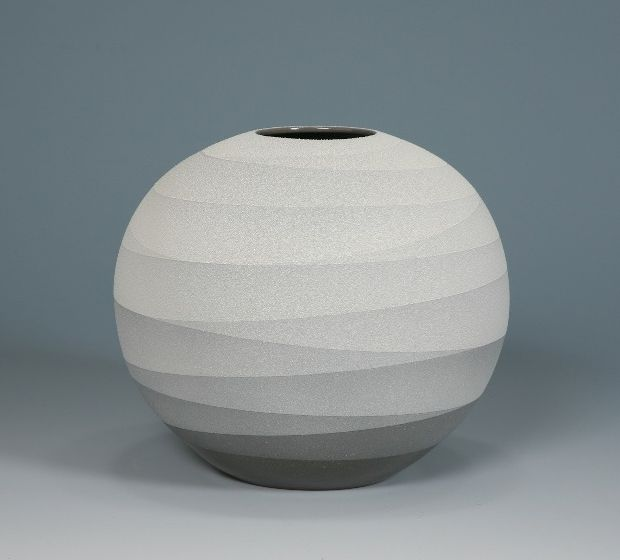 Monochrome Vessels by Ceramic Artist Yoshitaka Tsuruta | OEN