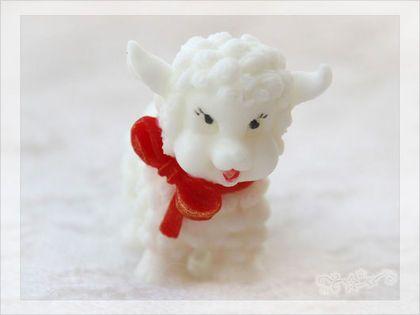 Мыло Овечка с бантом - очаровательная небольшая объемная овечка с бантиком - символ наступающего нового года.