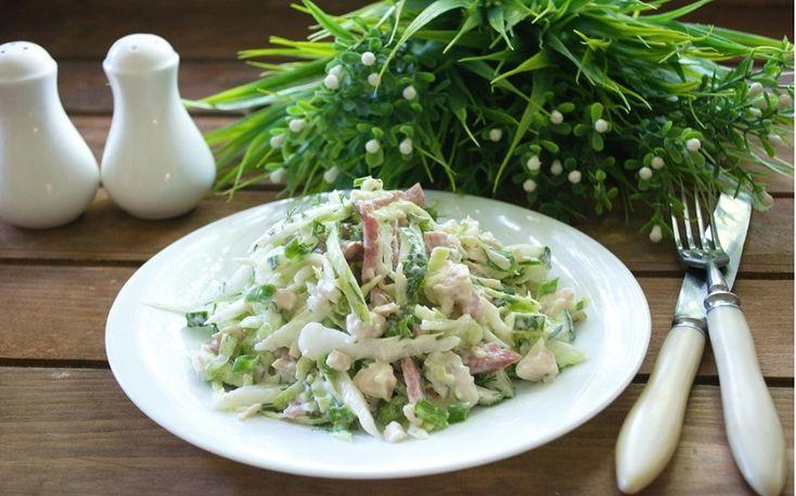 Представляем вам рецепт действительно простого салата. С виду он очень похож на муравейник, особенно если присыпать его рубленой зеленью. Готовится просто и быстро, не требует дорогостоящих ингредиентов. Необходимые...