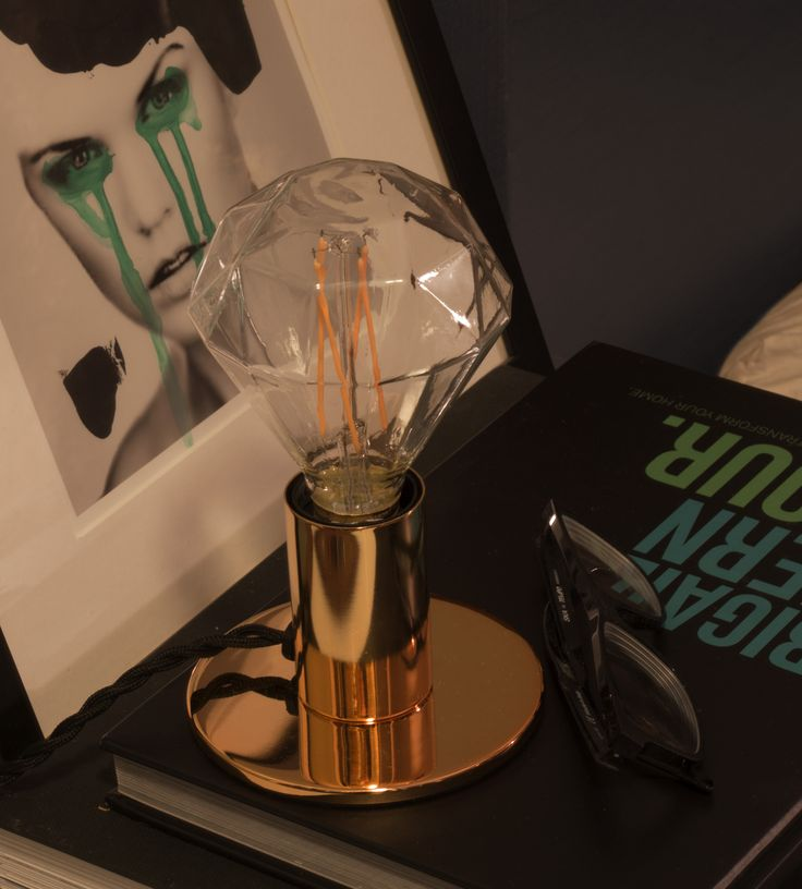 pop table lamp in gold
