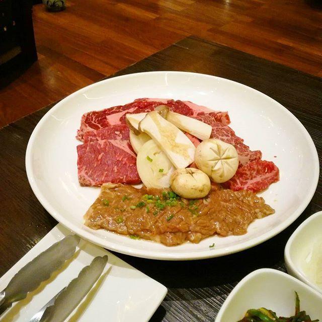 焼肉デート♡ お散歩がてら 近所の #アシアナホテル にある 韓国料理屋さん #ソナム へ 残りわずかな2人の時間を大切に過ごす リーズナブルで美味しくて満足! お腹いっぱいだー  Walked down to a Korean restaurant #Sonamu in #AsianaHotel for Korean BBQ. Food was decent and surprisingly reasonably priced (for Dubai)!! Added to our go-to list! Can't wait for the baby but will miss just the two of us.  #dinnerreport #koreanbbq #yumyum #meat 晩ごはん #焼肉 #韓国料理 #肉 #食べきれない #美味しい #味薄めたけど #foodpic #foodie #instafood #foodstagram #dubai #lifeindubai #ドバイ #32w5d