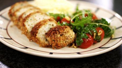 Eén - Dagelijkse kost - kippengehaktbroodjes met puree en tomatensla | Eén