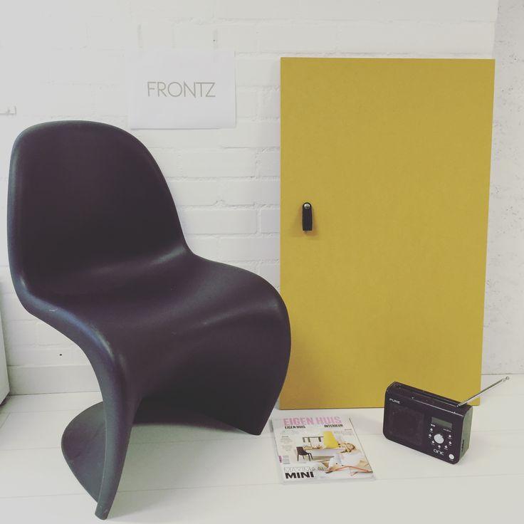 #FRONTZ #moodboardmonday #geelmdf voor #PAXkast van #IKEA met #lerenhandgreep en #designstoel van #vernerpanton