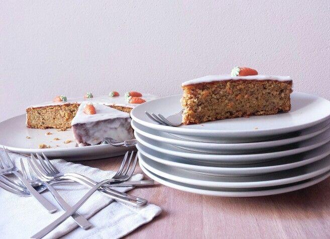 Rüeblitorte (swiss carrot cake) http://somethingaboutilo.com/2014/11/rueblitorte-torta-di-carote/