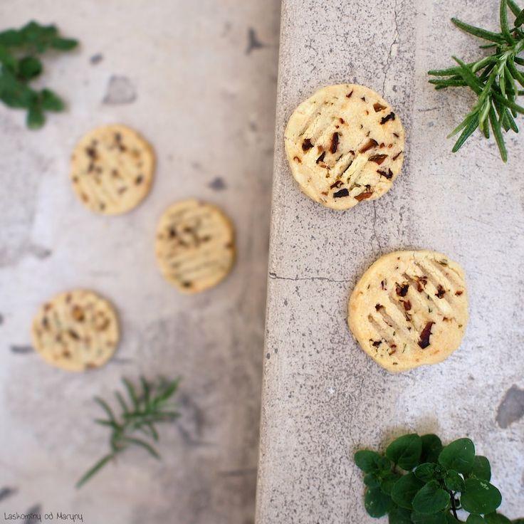 Laskominy od Maryny: Sýrové keksy se sušenými rajčaty, olivami a bylinkami