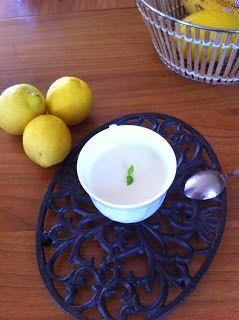 Cukkini Virág gasztroblog - receptek és tippek: Citromos joghutkrém/Yoghurt cream with lemon