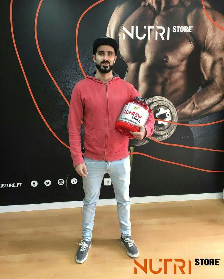 O grande vencedor André Montenegro já veio buscar o seu prémio do Passatempo da Whey DNA! Obrigada André e  PARABÉNS!  Estejam atentos porque mais sorteios estão a ser preparados!!! Nutristore o teu parceiro na hora do treino!  www.nutristore.pt  Estamos em Odivelas e na Amadora.  #musasfitness #gym #fitness #bikini #wellness #treino #dieta #academia #nutrifit #nutri #viverbem #comida #saude #musculacao #light  #saudavel #delicia #gostoso #batatadoce #frango #fit  #hipertrofia…