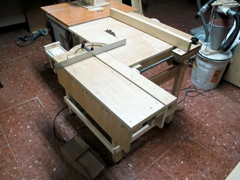 homemade table saw using circular saw for motor.