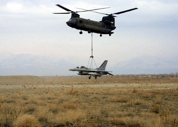 CH 47 Slinging A Damaged F 16 CH 47 Chinook Pinterest
