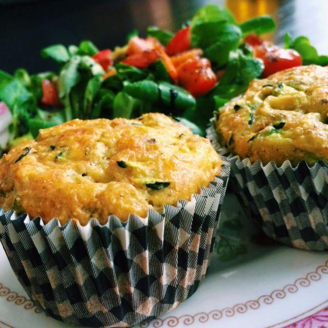 Hartige Muffins - Kikkererwtenmeel & Courgette. Yum! ♡ - http://www.mytaste.nl/r/hartige-muffins---kikkererwtenmeel--courgette--yum-12635982.html
