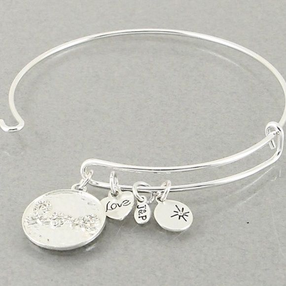 New! Silver tone hinge bracelet. No trades. Bundle with other items and save 15%💕💕 #love