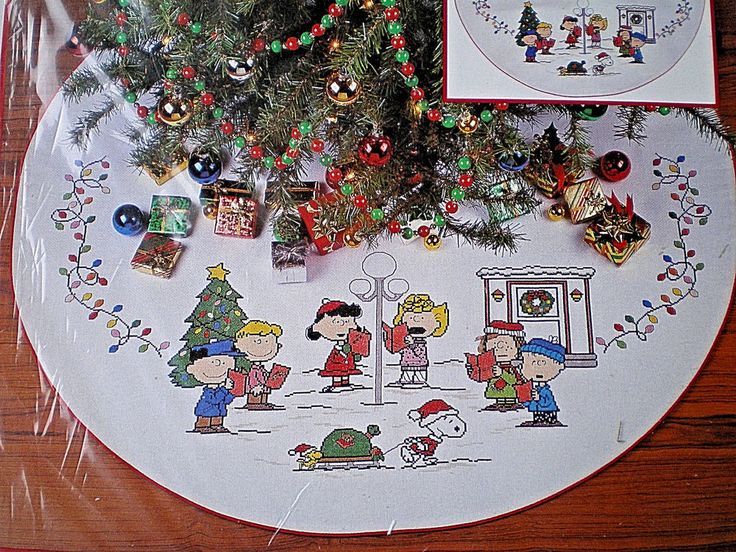 Peanuts Snoopy Charlie Brown Sing Along Tree Skirt Counted Cross Stitch Kit