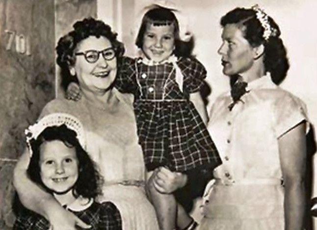 Σκότωσε 4 συζύγους, 2 παιδιά της, τις αδελφές της και μια πεθερά της. Η serial killer που έσκαγε στα γέλια όταν ομολογούσε τους φόνους      (adsbygoogle = window.adsbygoogle || []).push();  Για περισσότερα από 30 χρόνια σκορπούσε το φόβο και τον τρόμο στην Αλαμπάμα, αφού σκότωσε 11 ανθρώπους μέχ�