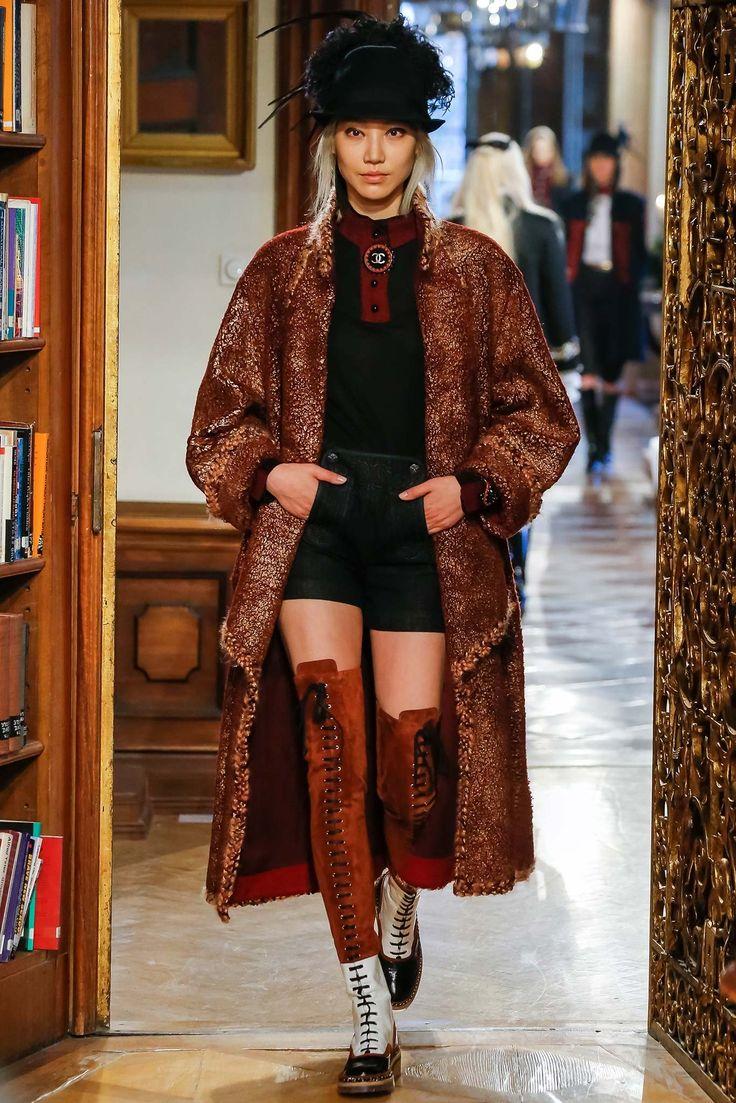 Chanel Pre-Fall 2015 Fashion Show - Soo Joo Park