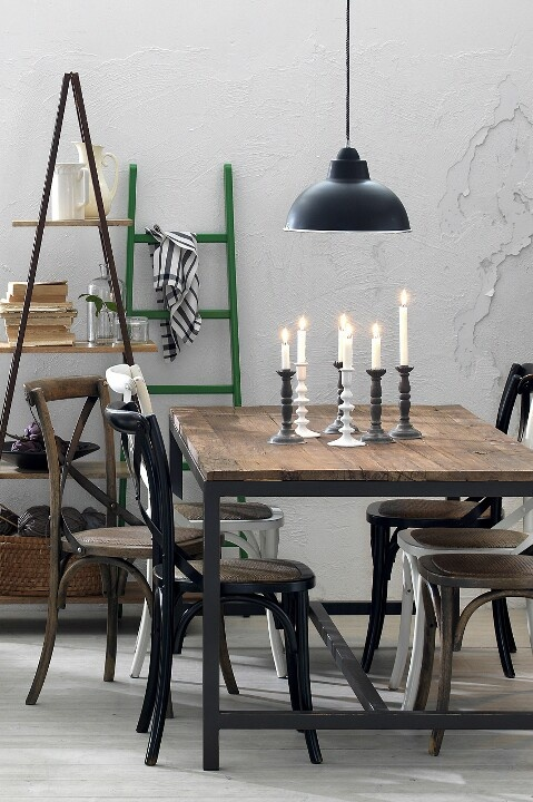 Beautiful with different chairs to a heavy table