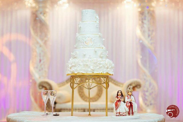 Romantic and sweet White wedding cake with white flowers and a touch of gold. Made by keekjes.
