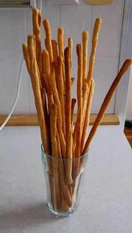 spelt grissini - in czech (adapted):  125 ml vody  1 lžička medu  13 g panenského olivového oleje  1 lžička soli (radši víc)  250 g špaldové mouky  1 lžička sušeného nebo 1/4 čerstvého droždí    (nastrtovat droždí + med + voda cca 5 min) uhníst na vále 10-15 min min 1 hod kynout pod utěrkou lehce vyválet na obdélník - nakrájet proužky - vytáhnout zakroutit na peč papír 200C 10-20min