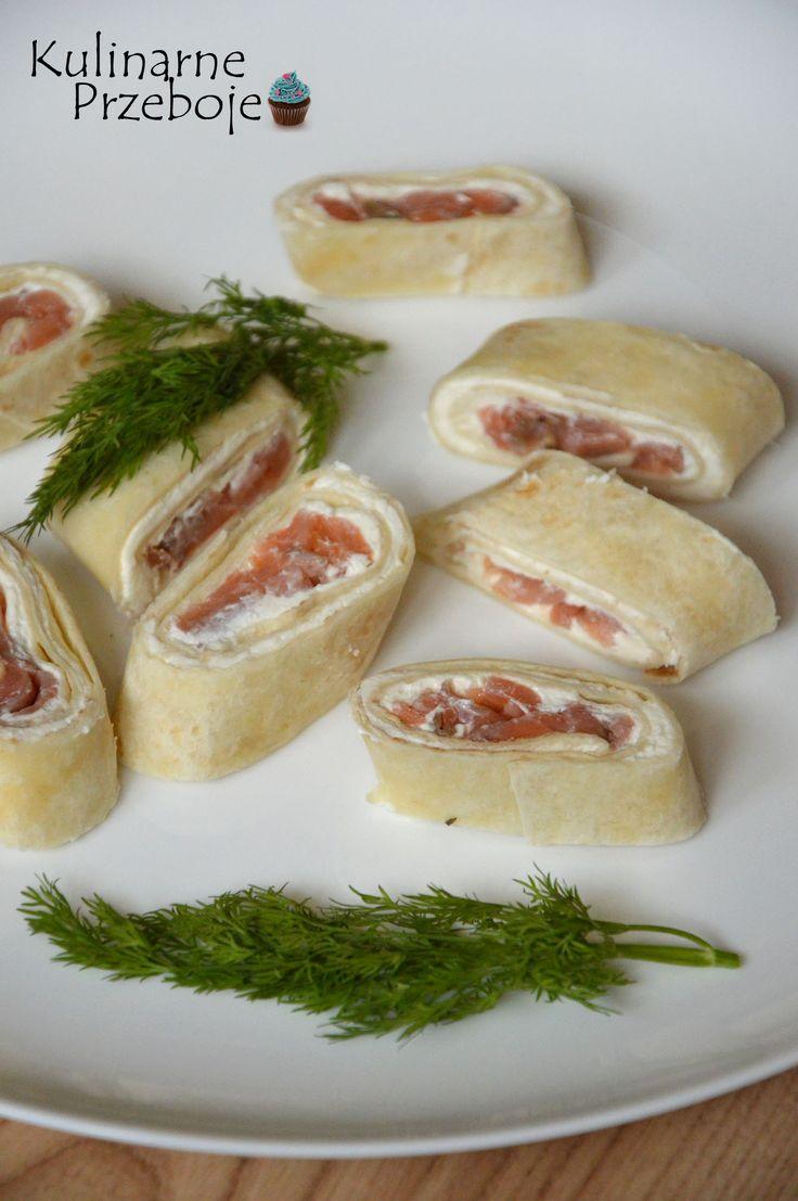Tortilla z łososiem i serkiem – to proste i szybkie danie, idealne na imprezę. Z podanych niżej składników wychodzi ok. 8 roladek. Proporcje oczywiście można zwiększyć. Jeśli szukacie również innych inspiracji na nadchodzącego Sylwestra, czy też inną imprezę, to polecam zajrzeć tutaj:Sałatki na Sylwestra – przepisy oraz tutaj: Przekąski na Sylwestra Tortilla z łososiem i […]