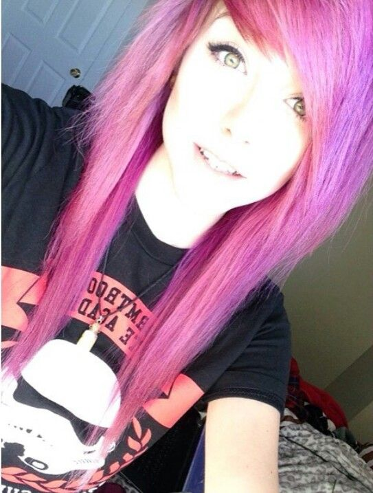 i quess someday i will cut my hair in this shapeand then color it to black or red:'3