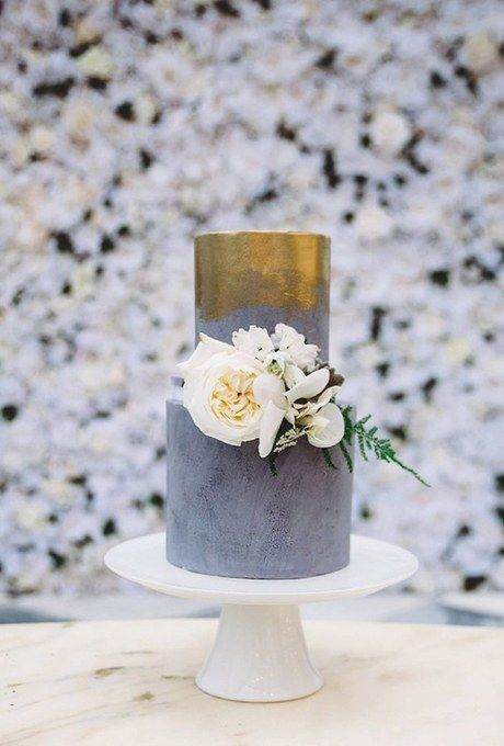 A gorgeous gray tint, wash of gold color, and lush white blooms are both romantic and marvelously modern. Created by Sweet Bakes.