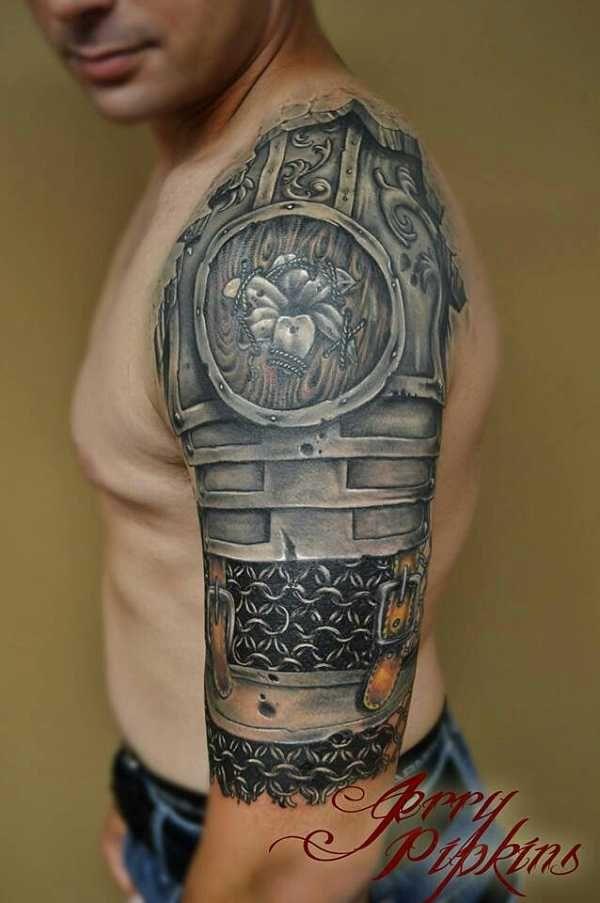 Die aus der Antike und dem Mittelalter stammenden Rüstungen sind in der Tattoowelt nur äußerst selten zu sehen. Meist erscheinen sie dort auf den Schultern und Oberarmen als Ketten- oder Schuppenpanzer. Hier ein paar wirklich aufregende Beispiele. .  . .  .  .…