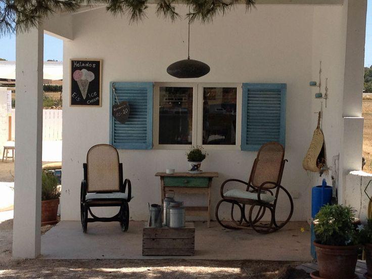 AUSPROBIERT - Dass Mallorca ein schönes Reiseziel ist und mehr zu bieten hat als Bettenburgen und Ballermann, hört man immer wieder. Wir haben uns sicherheitshalber vor Ort umgeschaut und ein paar erstklassige Entdeckungen gemacht: Neben unserem brandneuen Mallorca-Favoriten, dem Brondo Architect Hotel in Palma, ist es der nicht gerade unbekannte, aber tatsächlich karibisch-schöne Es Trenc ...