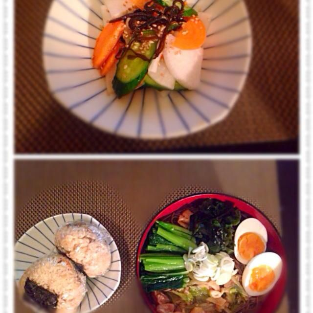 蕎麦の具は 鶏肉、長ネギ、揚げ、小松菜、わかめ ゆで卵 - 10件のもぐもぐ - 鶏南蛮そば、炊き込みご飯おにぎり、浅漬け by Ayumiazu