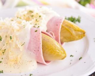 Endives au jambon et à la béchamel légère au Thermomix® : http://www.fourchette-et-bikini.fr/recettes/recettes-minceur/endives-au-jambon-et-la-bechamel-legere-au-thermomixr.html