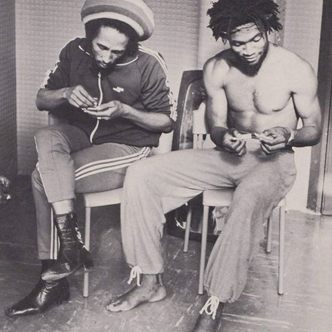 *Bob Marley* & Tyrone Downie. Turin, Italy, Uprising Tour 1980. More fantastic pictures, music and videos of *Bob Marley* on: https://de.pinterest.com/ReggaeHeart/ ©Lynn Goldsmith @bobmarleyarchive. Special thanks to midnightraverphotos.