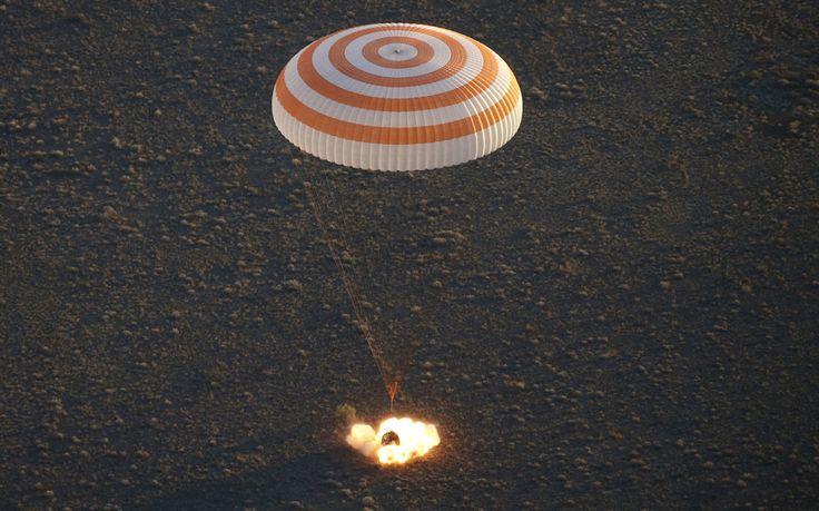 Let jedného astronauta a dvoch kozmonautov z vesmíru na Zem trval asi 3,5 hodiny.