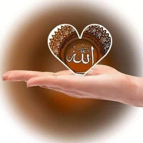 اللہ اللہ کہنا ۔۔۔۔۔۔۔۔۔۔۔۔۔۔۔۔۔۔۔۔۔۔۔ ایک شخص ہر روز رات کی تنہائی میں اللہ تعالٰی کا ذکر کیا کرتا تھا۔اس کام میں اس نے کبھی ناغہ نہ کیا تھا۔ ایک دن کا ذکر ہے کہ شیطان لعین نے اس کے دل میں وسوسہ ڈالا کہ اے شخص ! تور ہر روز رات کو اللہ اللہ کرتا ہے اور ایک مدت گزر گئی ہے اس کام کو کرتے ہوئے لیکن کبھی ایک بار بھی اللہ تعالٰی کی بارگاہ سے جواب میں لبیک ہوئی ہے؟ تو کسی عاجزی اور انکساری سے اللہ اللہ کی ضربیں لگاتا ہے لیکن بارگاہ خداوندی سے تجھے ایک بھی جواب نہ آیا۔ اس شخص کے دل میں اس خیال کا…