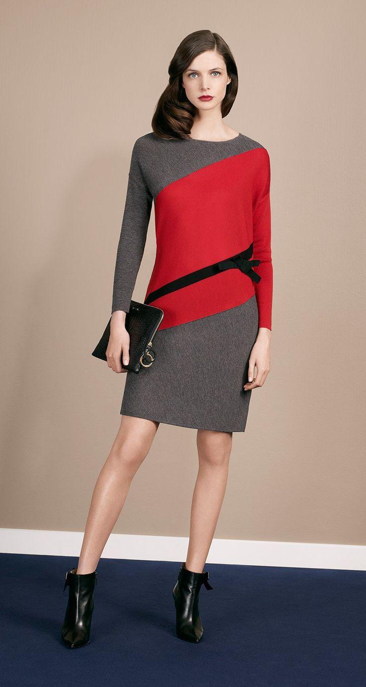Long-sleeved dress in two-coloured merino. Non-removable grosgrain bow. Length: 45 cm.