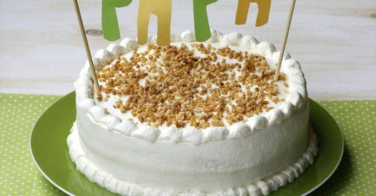 Aprende a preparar Pastel de crema de café y nata para el día del padre con las recetas de Nestle Cocina. Elabórala en casa con nuestro sencillo paso a paso. ¡Delicioso! #NestleCocina